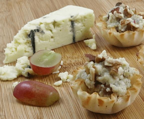 Grape Gorgonzola Mini Shells
